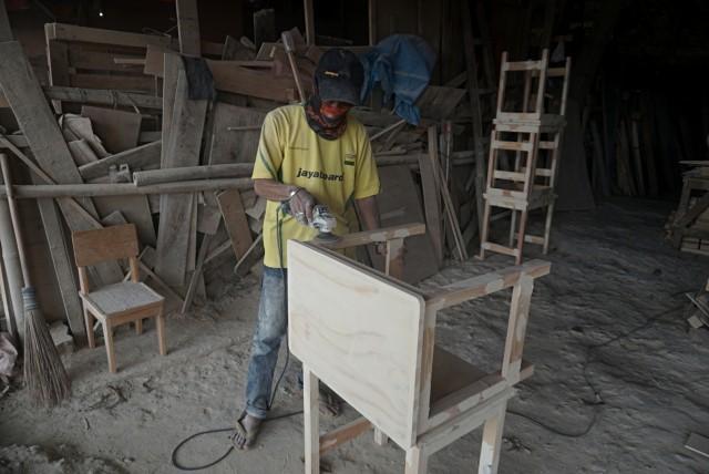 Industri Mebel Juga Terimbas Corona, 280.000 Karyawan Dirumahkan (131204)