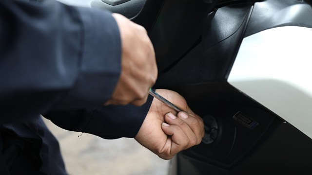 Kriminal Jabodetabek: Wanita Bawa Bensin ke Balai Kota; Pencuri Motor Ditangkap (126471)