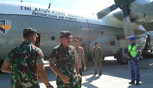 Kapolri dan Panglima TNI Berikan Arahan Prajurit di Wamena (140716)