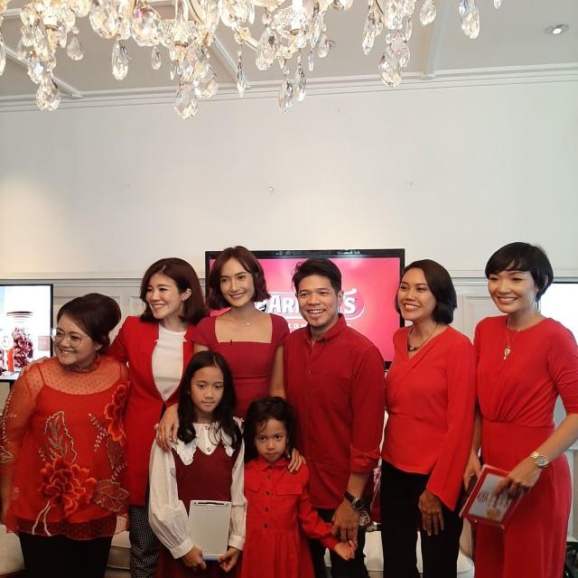 Artika Sari Devi dan keluarga saat acara Good Time