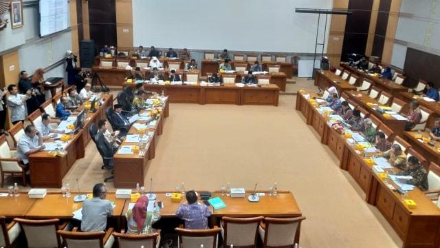 Rapat komisi VIII DPR dengan Menag Fachrul Razi