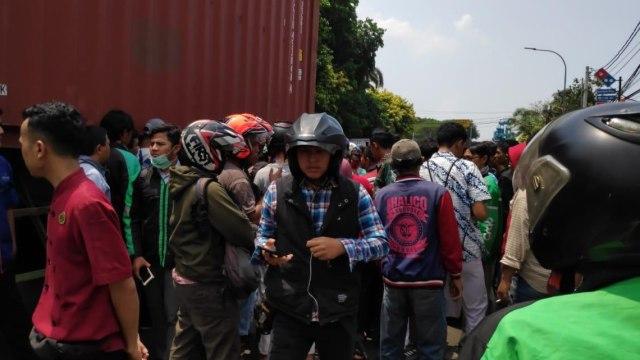 Dua siswi pelajar SMA tewas terlindas truk di Cakung