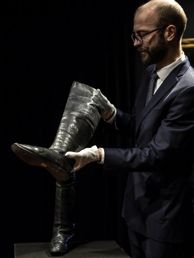 PTR, sepatu bot Napoleon dilelang
