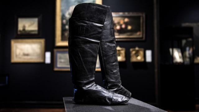 sepatu bot Napoleon dilelang