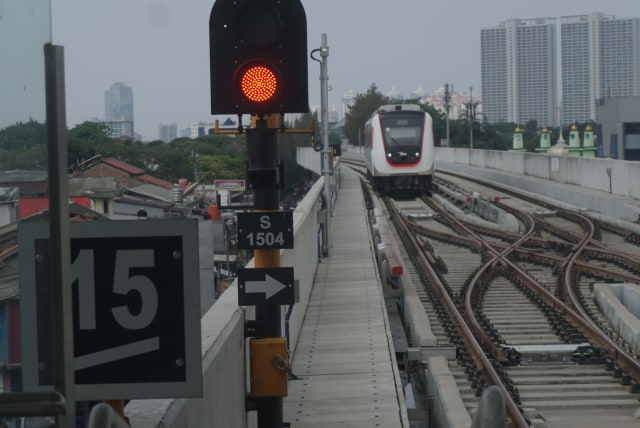 PTR, LRT di Stasiun LRT Velodrome, komersial