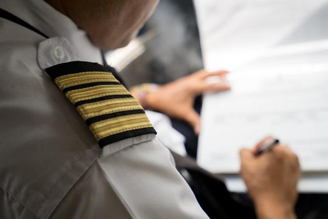 LIPSUS Perbudakan Pilot, Ilustrasi pilot