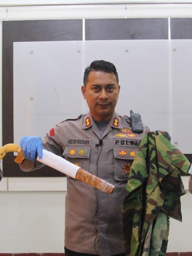 Kapolres Jayapura AKBP Victor Dean Mackbon, POTRAIT