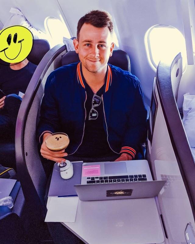 Sapa Pria Ini di Bandara Jika Ingin Tiket First Class Gratis (205627)