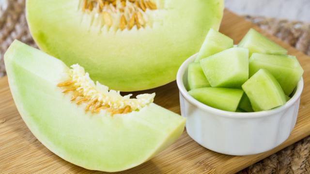 Melon Ini Dipijat dan Diberi Musik Bak Raja, Harganya Termahal di Dunia (567487)