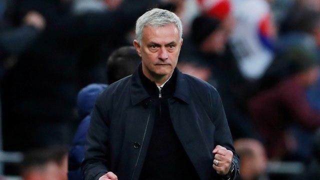Jose Mourinho (C)