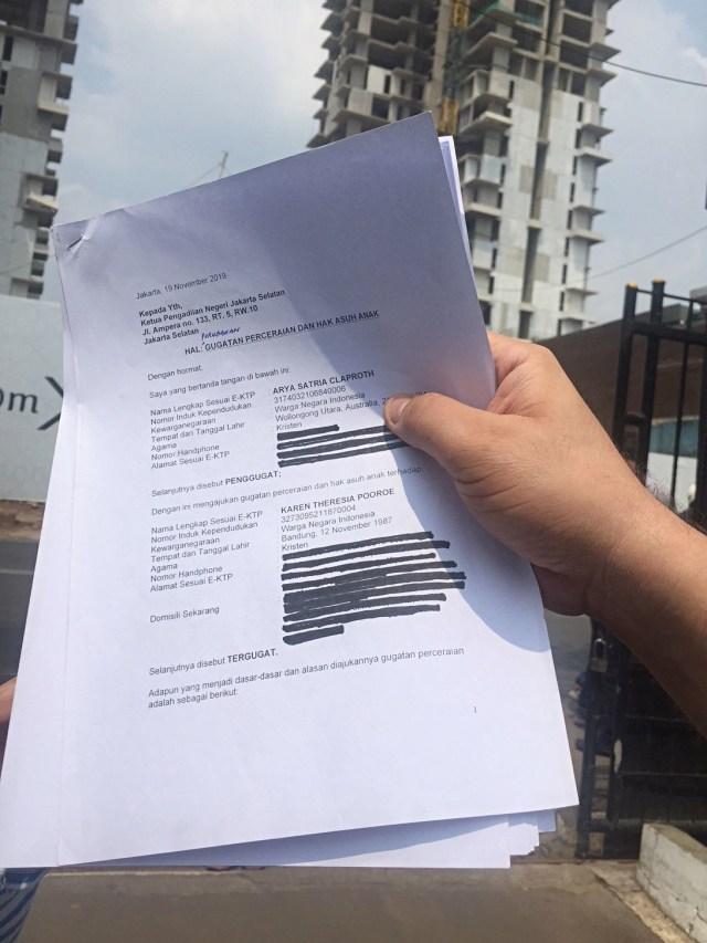 PTR, Surat Gugatan Arya Satria Claproth dan Karen Pooroe