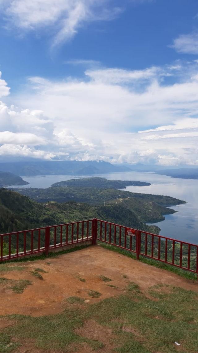 Menikmati Danau Toba dari Ketinggian 1.500 Mdpl di Huta Ginjang (94449)