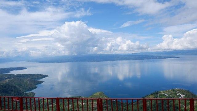 Menikmati Danau Toba dari Ketinggian 1.500 Mdpl di Huta Ginjang (94450)