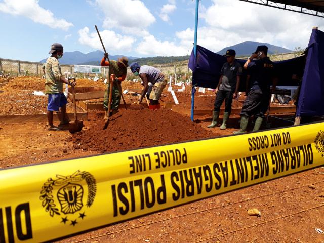 penggalian kubur korban penganiayaan di jayapura_Liza_BumiPapua.jpg