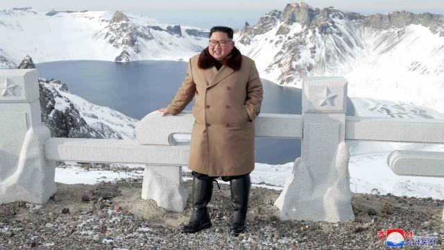 Di Korea Utara, Hyun Bin Disebut Kurang Menarik karena Tak Punya Perut Buncit (149504)