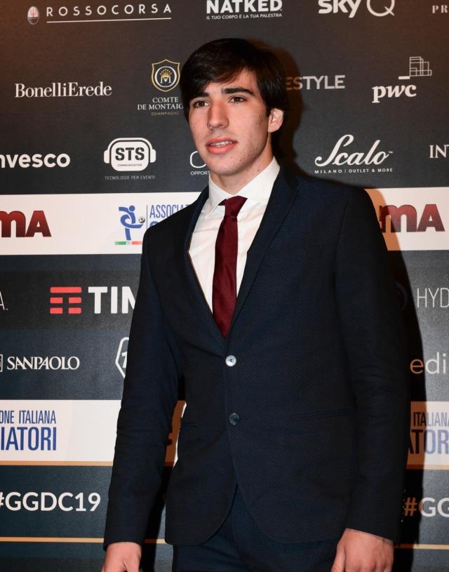 Rumor Transfer: Milan Saingi Inter untuk Dapatkan Sandro Tonali (71154)