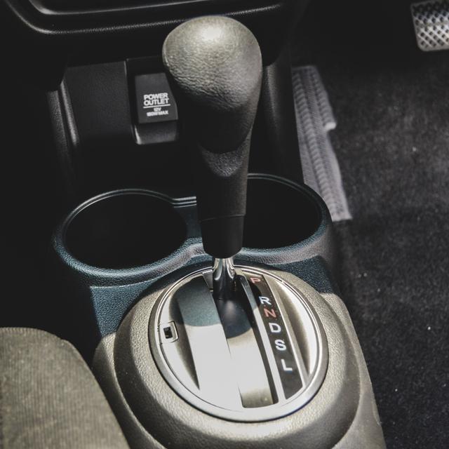 Berita Menarik: SIM C1 dan C2 Berlaku Agustus 2021; Tips Nanjak Bawa Mobil Matik (1034077)