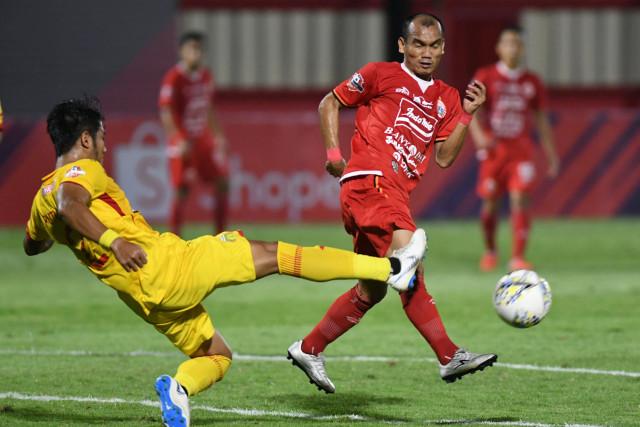 Bhayangkara FC melawan Persija Jakarta