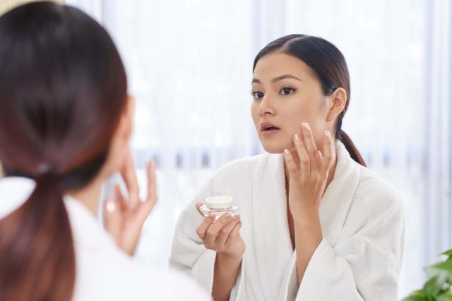 Pakai Skin Care Berbeda-beda Merek Ternyata Bisa Berbahaya, Ini Alasannya (667703)