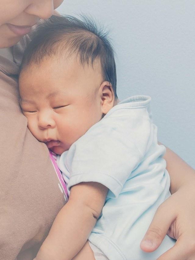 Waktu yang Tepat untuk Melatih Bayi agar Bisa Tidur Sendiri (24119)