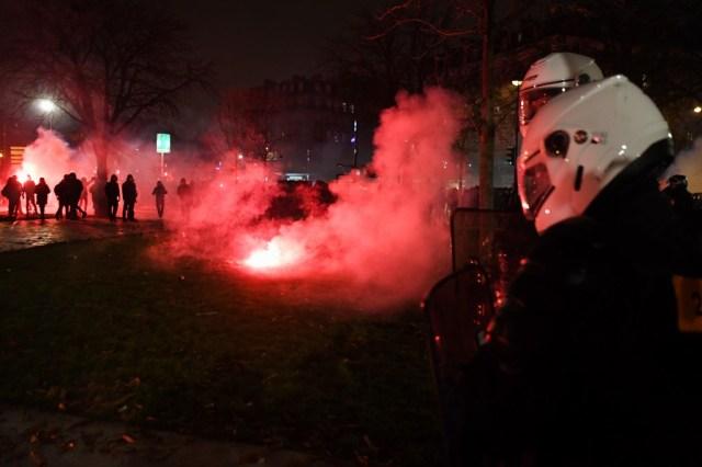 Gas air mata di demo Paris