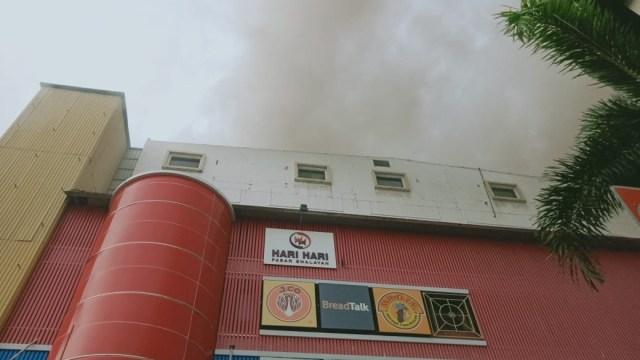 Kebakaran di Plaza Lokasari, Jakarta Barat