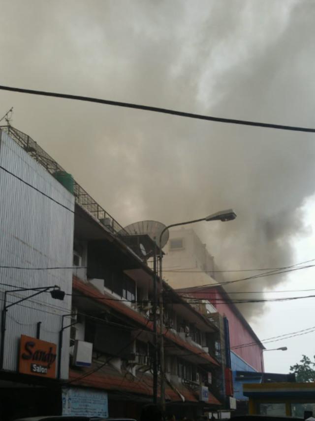 Kebakaran di Plaza Lokasari, Jakarta Barat, POTRAIT