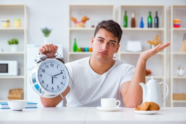Tahan Makan Selama 12 Jam, Apa Manfaat Diet Intermittent Fasting? (31093)