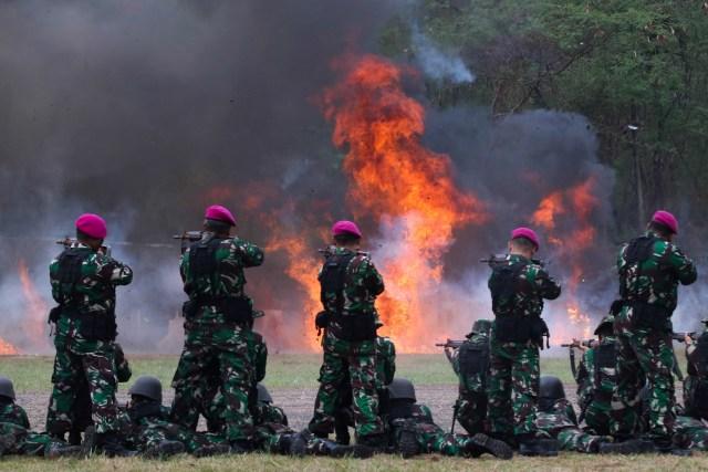 Foto: 1.474 Prajurit Marinir Pecahkan Rekor MURI Penembak Terbanyak (101613)