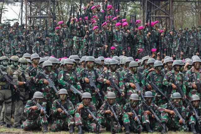 Foto: 1.474 Prajurit Marinir Pecahkan Rekor MURI Penembak Terbanyak (101614)