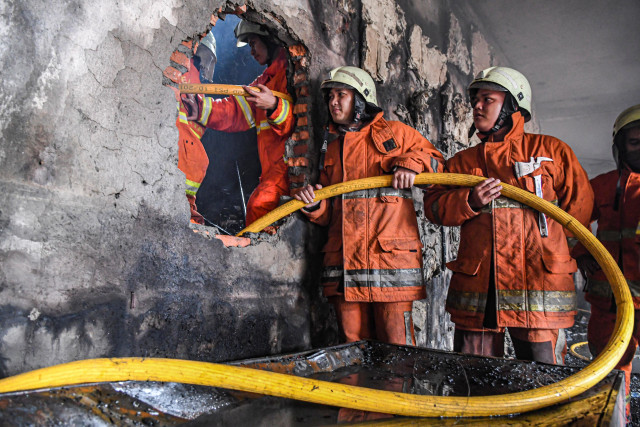Kebakaran di Mal Lokasari,