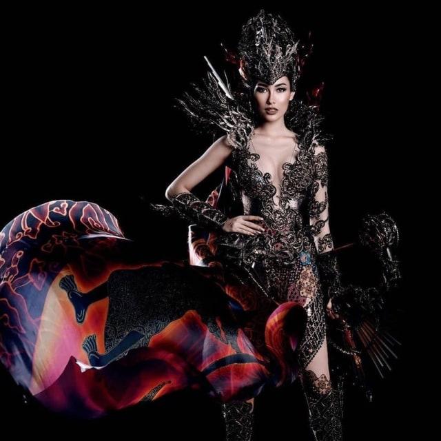 Kostum Nasional Frederika Alexis Cull
