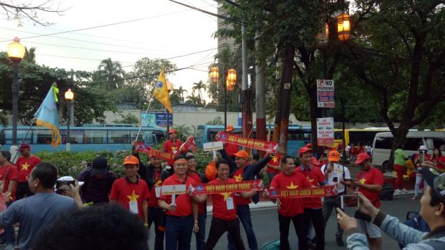 Timnas U-23 vs Vietnam: Pendukung Kedua Tim Mulai Padati Stadion (234154)