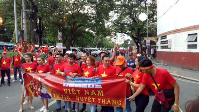 Timnas U-23 vs Vietnam: Pendukung Kedua Tim Mulai Padati Stadion (234153)