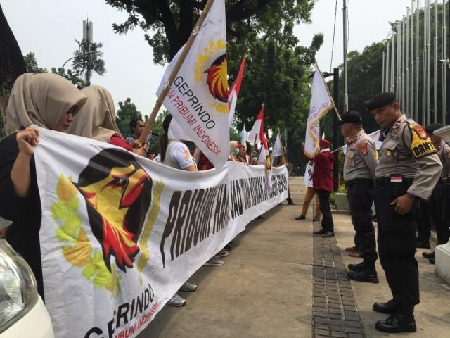 Massa Geprindo menolak acara Djakarta Warehouse Project