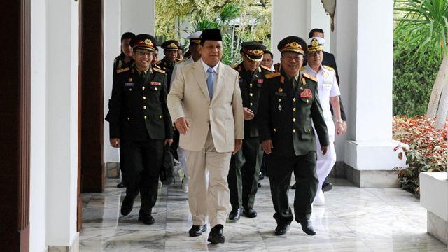 Kerennya Senapan SS2 Terbaru Buatan Pindad yang Dipakai Pengawal Khusus Prabowo (220977)