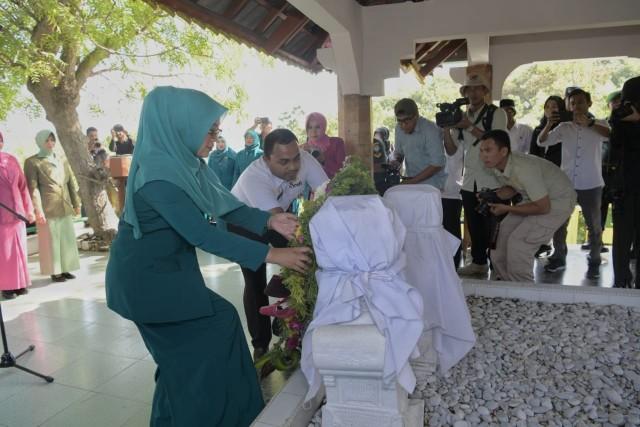 Ziarah ke Makam Laksamana Keumalahayati Warnai Hari Ibu di Aceh (3).jpg