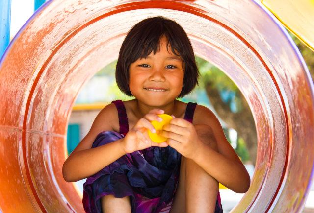 com-Ilustrasi anak tersenyum bahagia