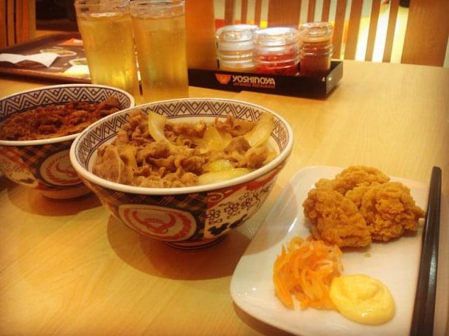 Yoshinoya Benarkan Larangan Makan Kue Tak Bersertifikat Halal di Resto (4263)