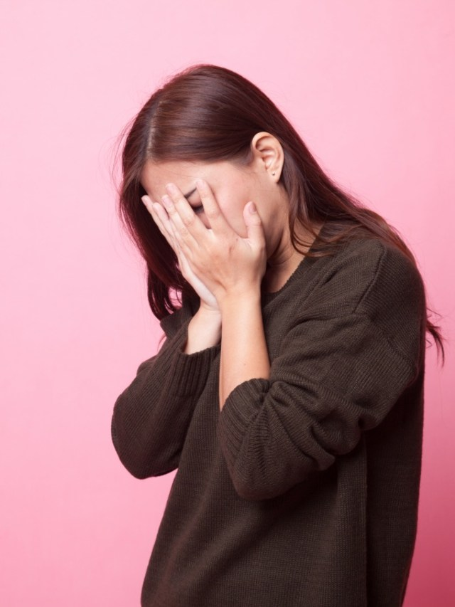 PTR ilustrasi wanita cemas, stres atau depresi