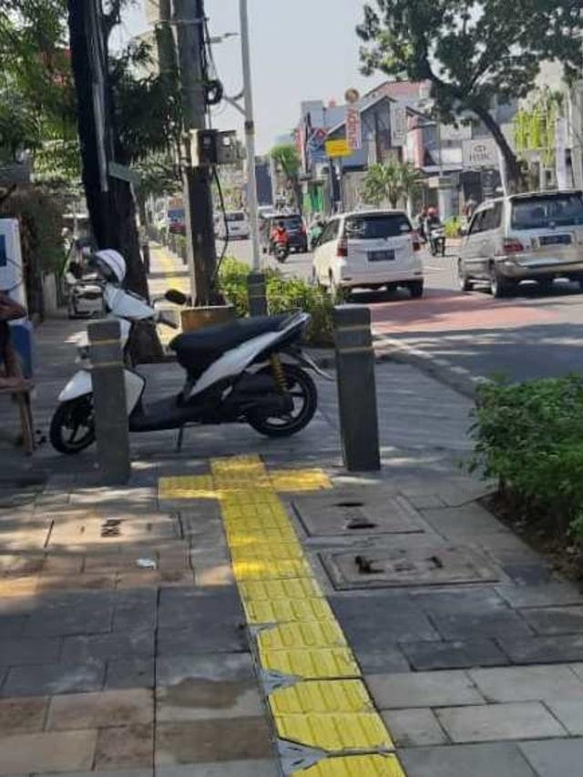 PTR, Trotoar kemang di jadikan tempat parkir motor