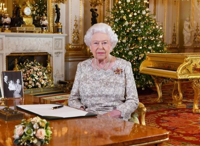 Barbados Ingin Turunkan Ratu Elizabeth II, Netizen: Gantikan Dia dengan Rihanna (64373)