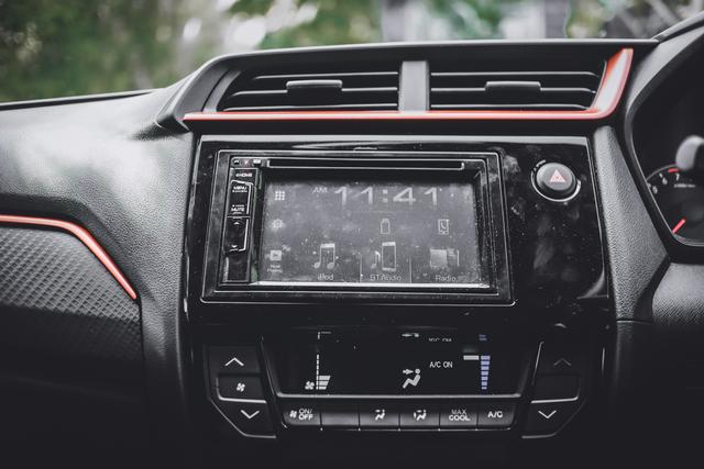 7 Beda Honda Brio RS dan Tipe LCGC, Bukan Cuma Eksterior! (800488)