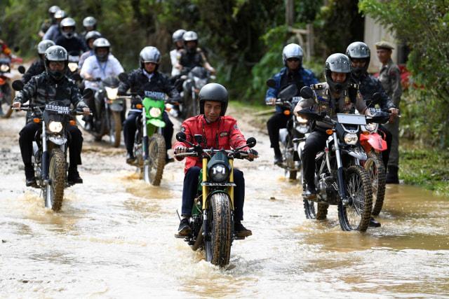 Jokowi tinjau trans Kalimantan