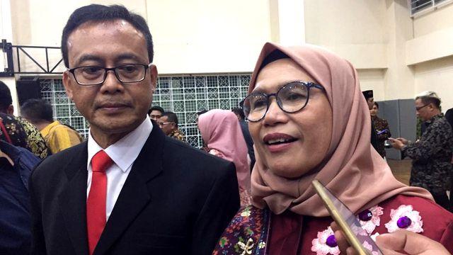 Wakil Ketua KPK Lili Pintauli Kini Berhijab: Bagian dari Hijrah (1178570)