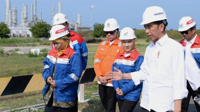 Jokowi meninjau kilang PT TPPI