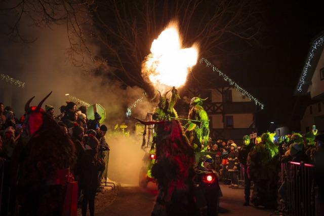 Tradisi dan parade Krumpus