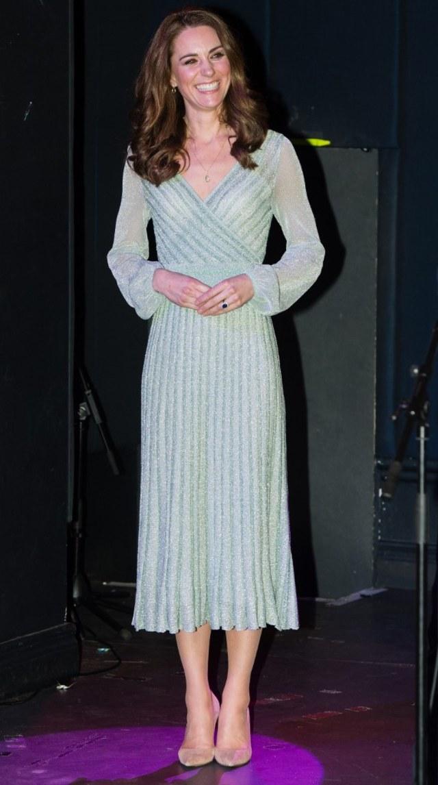 Perempuan Mirip Kate Middleton Curi Perhatian di The Crown Season 4 (157470)