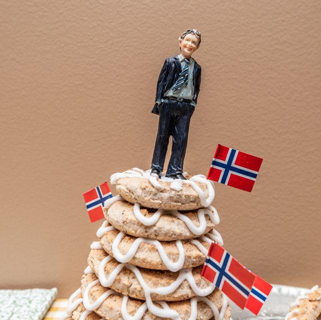 Kransekage khas Denmark dan Norwegia