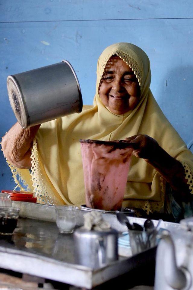 Kisah Nenek Fatimah, Barista Kopi Tradisional Tertua di Aceh (283855)